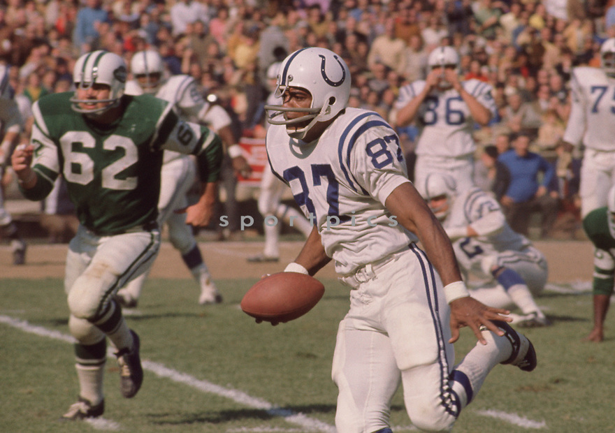 Baltimore Colts Roy Jefferson (87) during a game against the New York Jets on October 18, 1970 at Shea Stadium in Flushing. The Baltimore Colts beat the New York Jets 29-22. Roy Jefferson played for 12 season with 3 different teams and was a 3-time Pro Bowler.(SportPics)