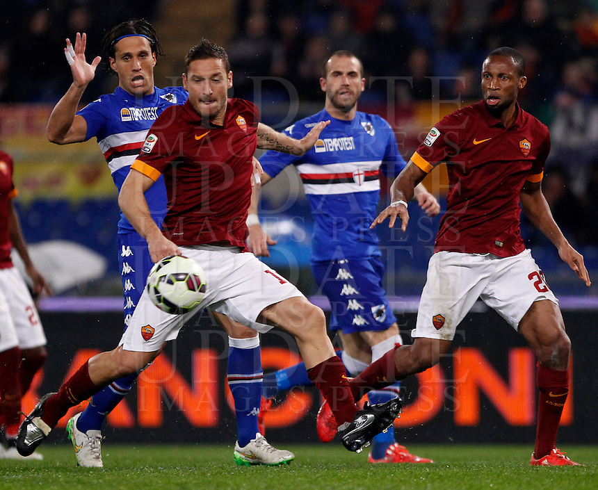 Calcio, Serie A: Roma vs Sampdoria. Roma, stadio Olimpico, 16 marzo 2015. <br /> Roma&rsquo;s Francesco Totti, left in action past his teammate Seydou Keita during the Italian Serie A football match between Roma and Sampdoria at Rome's Olympic stadium, 16 March 2015.<br /> UPDATE IMAGES PRESS/Isabella Bonotto