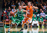S&ouml;dert&auml;lje 2015-10-20 Basket Basketligan S&ouml;dert&auml;lje Kings - Bor&aring;s Basket :  <br /> S&ouml;dert&auml;lje Kings Dino Pita i kamp om bollen med Bor&aring;s Mike Palm under matchen mellan S&ouml;dert&auml;lje Kings och Bor&aring;s Basket <br /> (Foto: Kenta J&ouml;nsson) Nyckelord:  S&ouml;dert&auml;lje Kings SBBK T&auml;ljehallen Bor&aring;s Basket