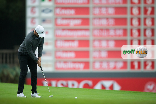 Rory McIlroy (NIR) on the 18th during round 2 at the WGC-HSBC Champions, Sheshan International GC, Shanghai, China PR.  28/10/2016<br /> Picture: Golffile | Fran Caffrey<br /> <br /> <br /> All photo usage must carry mandatory copyright credit (&copy; Golffile | Fran Caffrey)