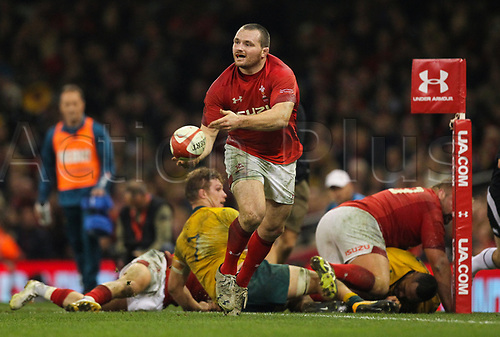 11th November 2017, Principality Stadium, Cardiff, Wales; Autumn International Series, Wales versus Australia; Ken Owens of Wales in passing action during the match