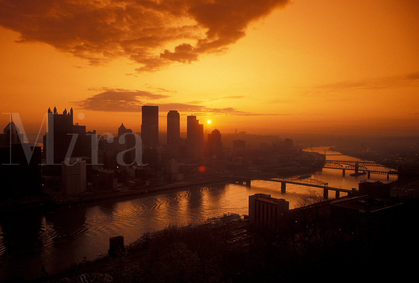 AJ4291, Pittsburgh, aerial, skyline, sunrise, Pennsylvania, Scenic view of the skyline of Pittsburgh along the Monongahela River at sunrise in the state of Pennsylvania.