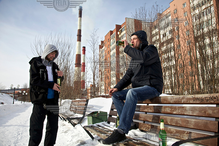 Two men drink beer on a Sunday afternoon in Murmansk, the world's largest Arctic city. /Felix Features