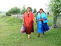 Armenia 2007 <br />  A Yezidi wedding in a village : women dressed for the wedding on their way to the ceremony<br /> Armenie 2007 <br /> Un mariage yezidi dans un village: femmes habill&eacute;es pour le mariage en route pour les festivit&eacute;s