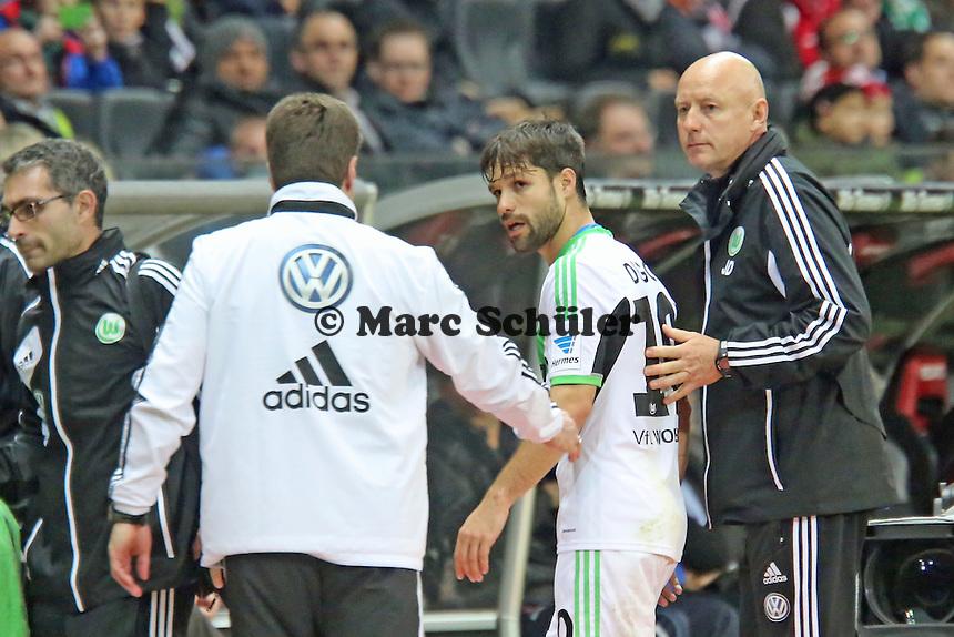 Diego (Wolfsburg) ist verletzt, Trainer Dieter Hecking besorgt - Eintracht Frankfurt vs. VfL Wolfsburg, Commerzbank Arena