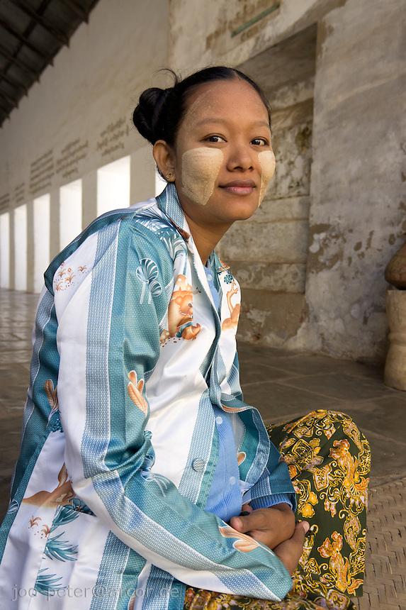 girl with Tanaka make-up in Shwezigon Pagoda