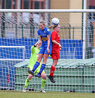 20191221 - WOLUWE: Woluwe's Jana Simmons (right) heads the ball and Gent's Feli Delacauw (left) defends during the Belgian Women's National Division 1 match between FC Femina WS Woluwe A and KAA Gent B on 21st December 2019 at State Fallon, Woluwe, Belgium. PHOTO: SPORTPIX.BE | SEVIL OKTEM