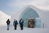 Sweden, SWE, Kiruna, 2006-Apr-12: Entry area of the Jukkasjarvi icehotel with visitors.