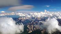 Julische Alpen: SLOWENIEN , 19.05.2015 Julische Alpen, Flugrichtung Bled, oft geht der thermische aufwind in die Welle über
