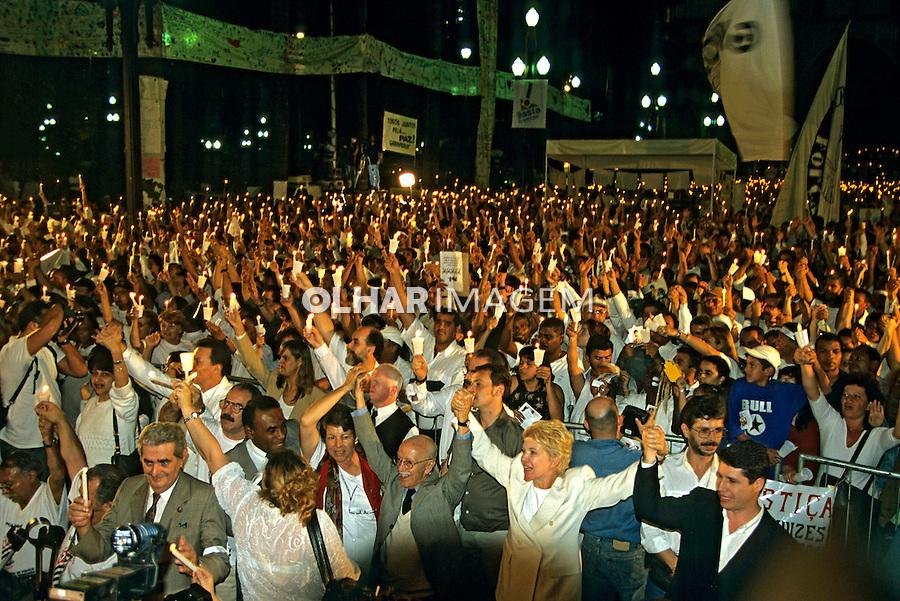 Manifestaçao contra a violencia. Ato pela Paz na Praça da Se. Sao Paulo. 2000. Foto de Juca Martins.