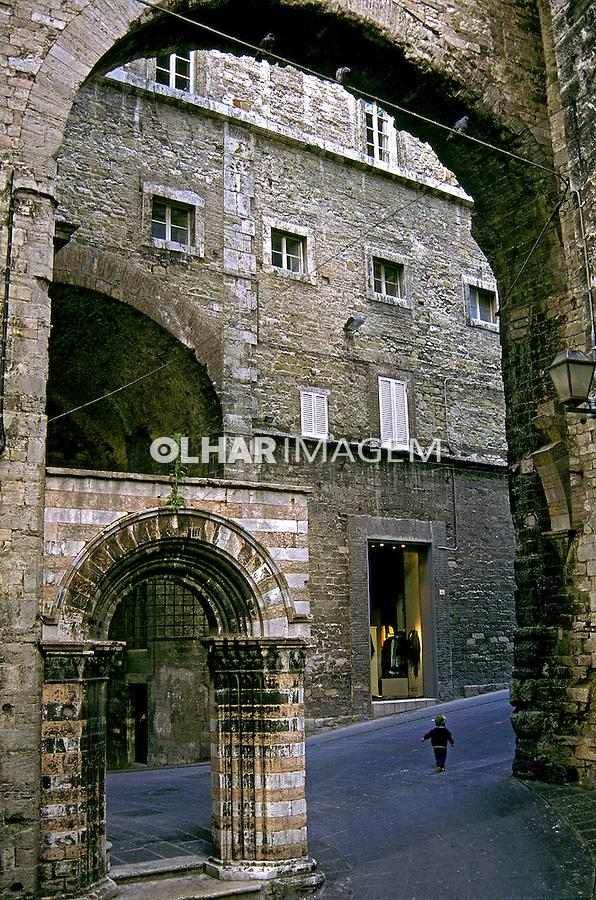 Arco medieval em Perugia, Itália. 1998. Foto de Vinicius Romanini.