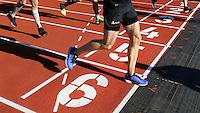 Nederland  Amsterdam  2016 . De Marathon van Amsterdam. Man gaat over de finishlijn.  Foto Berlinda van Dam / Hollandse Hooogte.