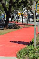 S&Atilde;O PAULO -SP - 01,08,2014 - NOVA CICLOVIA - AVENIDA SUMAR&Eacute; - A Prefeitura entrega mais 2 km de ciclovia na Avenida Sumar&eacute; em Perdizes,nessa sexta-feira,01 <br /> (FOTO:Kevin David/Brazil Photo Press)