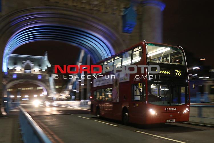 27.07.2012, Tower Bridge, London, GBR, Opening Ceremony, im Bild<br /> Feature London / Taxi / Bus / Cab / Tower Bridge <br /> <br /> (HINWEIS: Dieses Bild wurde mit einer langen Belichtungszeit erstellt)<br /> <br /> Foto &copy; nph / Mueller *** Local Caption ***