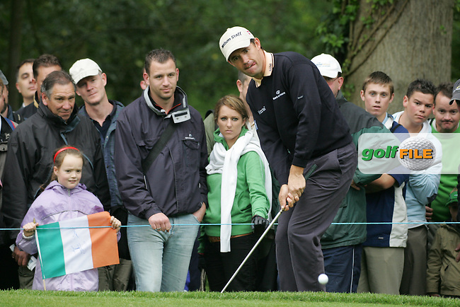 Padraig Harrington chips onto the 4th green during the 3rd round of the BMW PGA Championship at Wentworth Club, Surrey, England 26th may 2007 (Photo by Eoin Clarke/NEWSFILE)