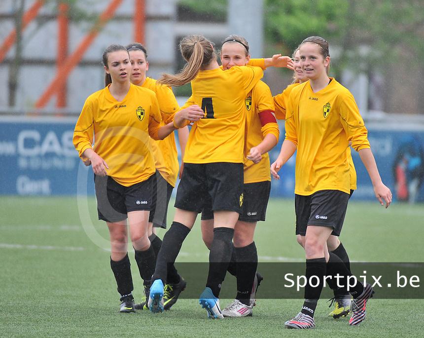 Lierse U16 - Standard de Liege U16 : vreugde bij Jana Janssens  (C) en Lierse na haar doelpunt.foto DAVID CATRY / Nikonpro.be