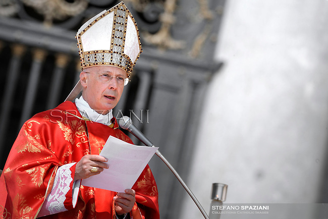 Cardinal Angelo Bagnasco celebrates Mass, the group renewal in the spirit In Saint Peter's Square at the vatican on May 26, 2012.