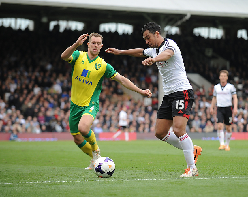 Fulham's Kieran Richardson vies for possession with Norwich City's Steven Whittaker<br /> <br /> Photo by Ashley Western/CameraSport<br /> <br /> Football - Barclays Premiership - Fulham v Norwich City - Saturday 12th April 2014 - Craven Cottage - London<br /> <br /> &copy; CameraSport - 43 Linden Ave. Countesthorpe. Leicester. England. LE8 5PG - Tel: +44 (0) 116 277 4147 - admin@camerasport.com - www.camerasport.com