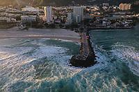 Rio de Janeiro(RJ), 26/04/2020 - Cotidiano-Rio - Imagem aerea do Quebra-mar da Barra da Tijuca, neste domingo (26). (Foto: Andre Fabiano/Codigo 19/Codigo 19)