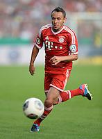 FUSSBALL       DFB POKAL 1. RUNDE        SAISON 2013/2014 in Osnabrueck BSV Schwarz-Weiss Rehden  - FC Bayern Muenchen  06.08.2013 Rafinha (FC Bayern Muenchen) am Ball