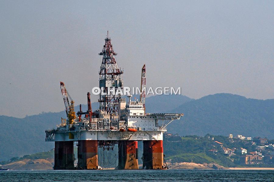 Plataforma de perfuração de petroleo. Angra dos Reis. Rio de Janeiro. 2010. Foto de Ricardo Azoury.