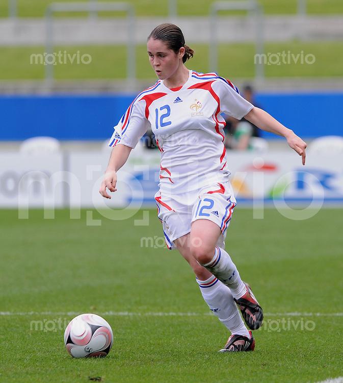 Fussball Frauen FIFA U 17  Weltmeisterschaft 2008     01.11.2008 Japan - Frankreich Marine Augis  (FRA) am Ball