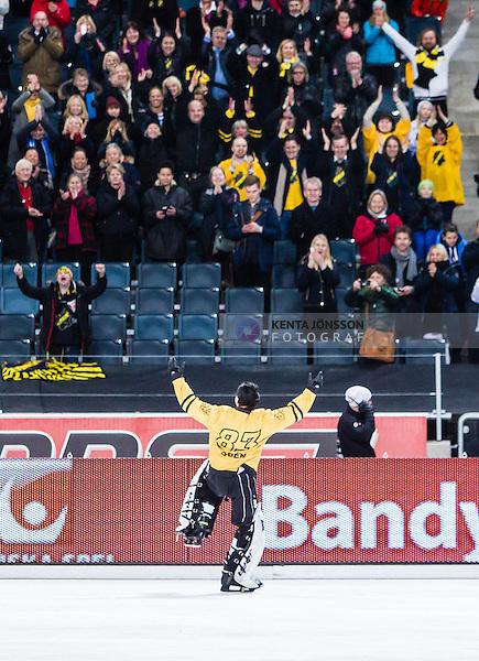 Solna 2014-03-15 Bandy SM-final Damer Kareby IS - AIK  :  <br /> AIK:s m&aring;lvakt Linda Od&eacute;n jublar med AIK supportrar efter matchen<br /> (Foto: Kenta J&ouml;nsson) Nyckelord:  SM SM-final final dam damer Kareby AIK jubel gl&auml;dje lycka glad happy supporter fans publik supporters
