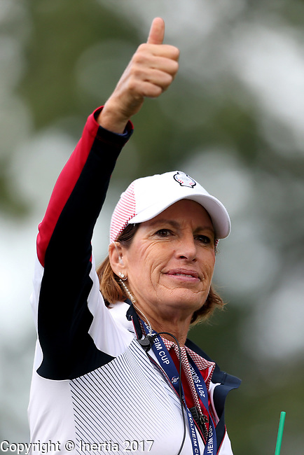 DES MOINES, IA - AUGUST 18: USA Captain Juli Inkster gives a thumbs up to the crowd up at the 2017 Solheim Cup in Des Moines, IA. (Photo by Dave Eggen/Inertia)