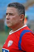 SANTA MARTA – COLOMBIA, 04-09-2019: Pedro Sarmiento técnico de Unión gesticula durante el partido por la fecha 7 de la Liga Águila II 2019 entre Unión Magdalena y Millonarios jugado en el estadio Sierra Nevada de la ciudad de Santa Marta. / Pedro Sarmiento coach of Union gestures during match for the date 7 as part Aguila League II 2019 between Unión Magdalena y Millonarios played at Sierra Nevada stadium in Santa Marta city. Photo: VizzorImage / Gustavo Pacheco / Cont