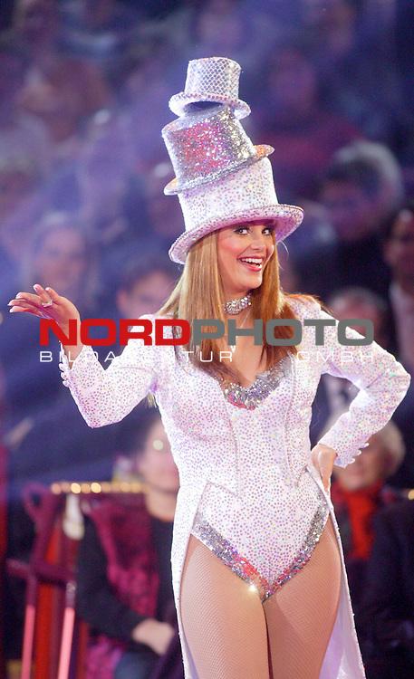 41 Gala - Stars in der Manege im Circus Krone Muenchen<br /> <br /> Verona Feldbusch - Komische Illusion<br /> <br /> Foto &copy; nordphoto<br /> <br /> <br /> <br />  *** Local Caption *** Foto ist honorarpflichtig! zzgl. gesetzl. MwSt.<br />  Belegexemplar erforderlich<br /> Adresse: nordphoto<br /> Georg-Reinke-Strasse 1<br /> 49377 Vechta