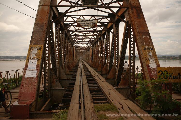 Ponte JK liga Pirapora a Buritizeiro, Minas Gerais..Ponte JK ties Pirapora Buritizeiro, Minas Gerais.