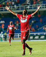 CALI -COLOMBIA-18-11-2013. Paulo César Arango de América de Cali celebra un gol encontra de la Universidad Autónoma durante partido por la fecha 6 de los cuadrangulares finales del Torneo Postobón II 2013 jugado en el estadio Pacual Guerrero de la ciudad de Cali./ Paulo Cesar Arango of America de Cali celebrates a goal against Universidad Autonoma during the match for the 6th date of final quadrangulars of Postobon Tournament II 2013 at Pascual Guerrero stadium in Cali city. Photo: VizzorImage/Juan C. Quintero/STR