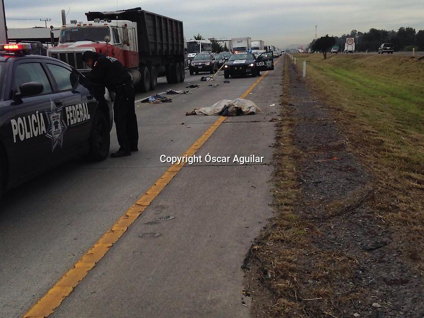 Fallece atropellado un indigente en la carretera 57 dirección México a la altura de Calamanda, al parecer el responsable se dio a la fuga, atiende policía federal.