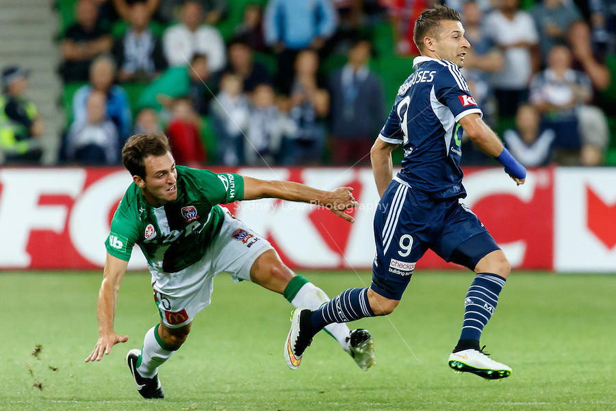 Ben KANTAROVSKI (5) of the Jets and Kosta BARBAROUSES of the Victory fight for the ball in round 12 A-League match between Melbourne Victory and Newcastle Jets at AAMI Park in Melbourne, Australia during the 2014/2015 Australian A-League season. Melbourne def Newcastle 1-0