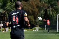 SAO PAULO, 14 DE AGOSTO DE 2012 - TREINO SAO PAULO - Jogador Luis Fabiano durante treino do Sao Paulo no CT do clube, na Barra Funda, regiao oeste da capital, na manha desta terca feira. FOTO: ALEXANDRE MOREIRA - BRAZIL PHOTO PRESS