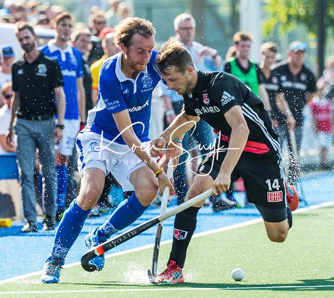 UTRECHT -  Quirijn Caspers (Kampong)  met Nicky Leijs (Adam) tijdens de finale van de play-offs om de landtitel tussen de heren van Kampong en Amsterdam (3-1).   COPYRIGHT  KOEN SUYK