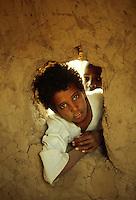 - northern Sudan, child in a village near the Nile ....- Sudan settentrionale, bambino in un villaggio vicino al Nilo..