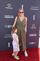 LOS ANGELES - OCT 8:  Busy Philipps, Cricket Pearl Silverstei at the P.S. ARTS' Express Yourself 2017 at the Barker Hanger on October 8, 2017 in Santa Monica, CA
