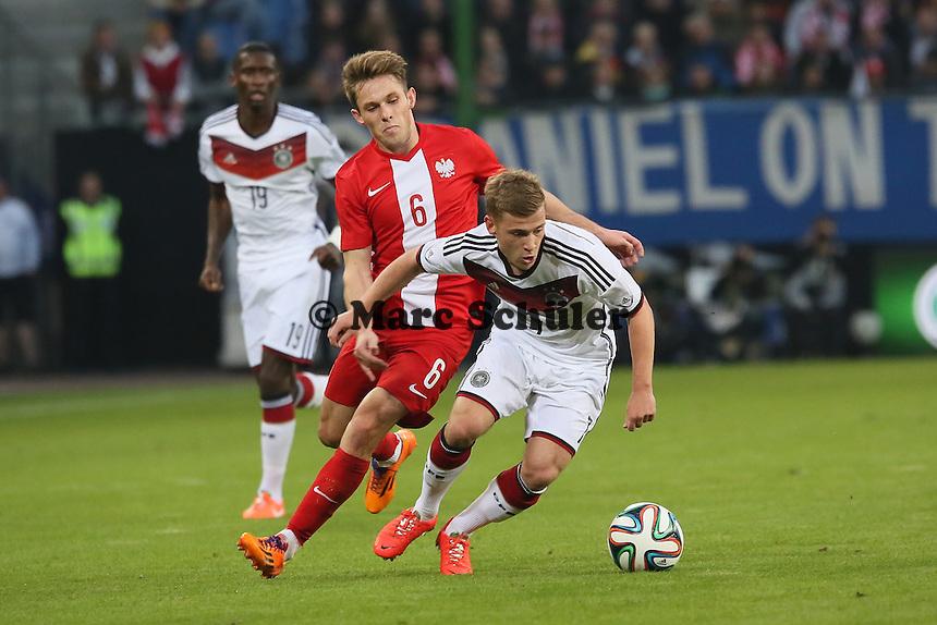 Max Meyer (D) gegen Maciej Rybus (PL) - Deutschland vs. Polen, WM-Vorbereitung Testspiel, Imtech Arena Hamburg