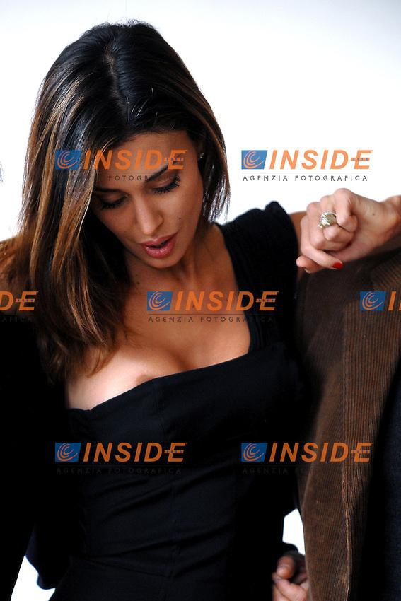 BELEN RODRIGUEZ<br /> Un capezzolo esce dal vestito durante il photocall di inizio riprese del film<br /> &quot;Se sei cosi ti dico si&quot; <br /> Roma 12/11/2010 Hotel EXEDRA<br /> Foto Andrea Staccioli Insidefoto
