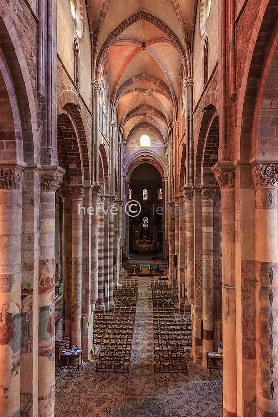 France, Haute-Loire (43), Brioude, la Basilique Saint-Julien de Brioude, la nef vue depuis la tribune // France, Haute Loire, Brioude, Basilica of Saint Julien, the nave seen from the gallery