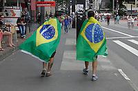 SÃO PAULO,SP, 15.11.2015 - PROTESTO-SP - Ato contra a presidente Dilma Rousseff acontece na Avenida Paulista, zona sul de São Paulo, neste domingo (15). (Foto: Douglas Pingituro/Brazil Photo Press)