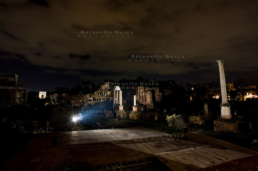 Il foro Romano di notte. The Roman Forum illuminate by a new lighting system.