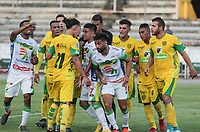NEIVA - COLOMBIA, 18-07-2015: Jugadores de Huila y leones discuten durante el partido entre Atlético Huila y Leones F.C. por la fecha 7 de la Liga Águila II 2018 jugado en el estadio Guillermo Plazas Alcid de la ciudad de Neiva. / Players of Huila and Leones discuss during the match between Atletico Huila and Leones F.C. for the date 7 of the Aguila League II 2018 played at Guillermo Plazas Alcid in Neiva city. VizzorImage / Sergio Reyes / Cont