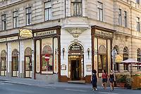 Indisches Restaurant zum Mogulhof im Szeneviertel Quartier Spittelberg, Wien, &Ouml;sterreich, UNESCO-Weltkulturerbe<br /> Indian Restaurant in Spittelberg Quarter, Vienna, Austria, World heritage
