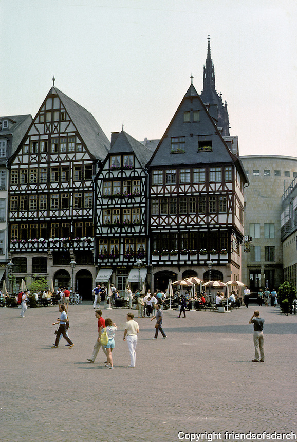 Frankfurt: Romerberg 1981-1986. Just visible to right--long building for public use. Photo '87.
