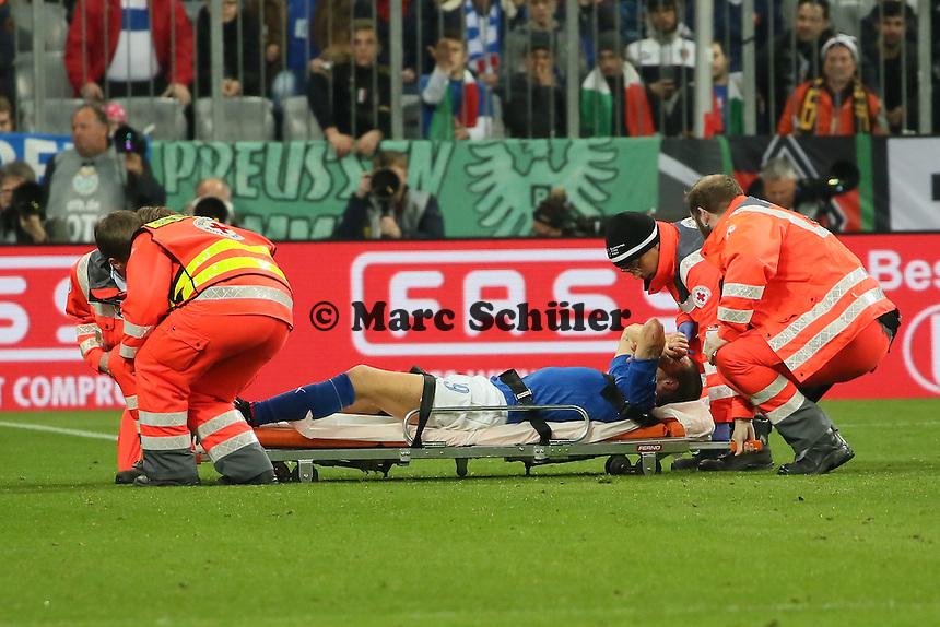 Leonardo Bonucci (ITA) muss verletzt vom Platz - Deutschland vs. Italien, Allianz Arena München