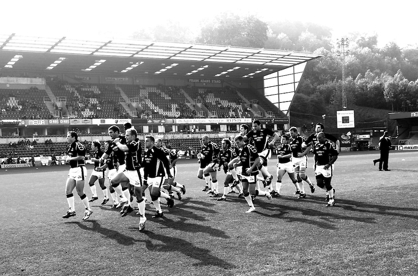 Photo: Richard Lane..London Wasps v Newcastle Falcons. Guinness Premiership. 15/10/2006. .The Falcons' team warm up.
