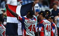 Wirtin Obispo de Republica. Dominicana agita la bander por el triunfo.     <br /> .<br /> Acciones, durante el partido de beisbol entre<br /> Criollos de Caguas de Puerto Rico contra las &Aacute;guilas Cibae&ntilde;as de Republica Dominicana, durante la Serie del Caribe realizada en estadio Panamericano en Guadalajara, M&eacute;xico,  s&aacute;bado 4 feb 2018. <br /> (Foto  / Luis Gutierrez)