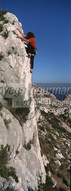 Europe/France/Provence-Alpes-Côte d'Azur/13/Bouches-du-Rhône/Marseille: Escalade dans les falaises de la calanque de Sormiou, [Auto N°: 332]